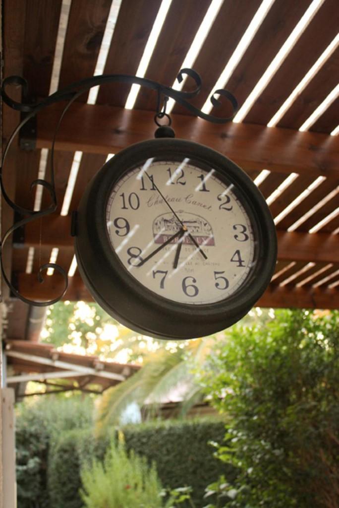 שעון חוץ בפרגולה