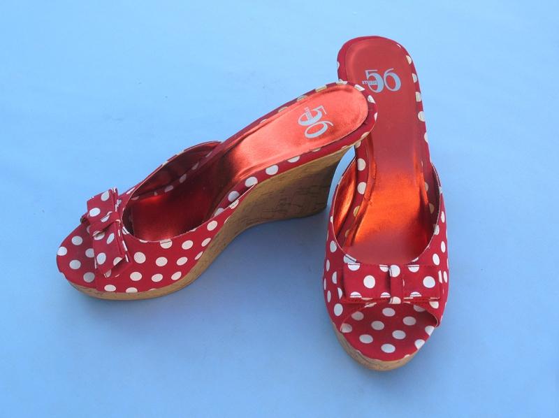 נעליים מנוקדות