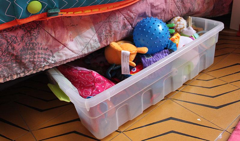 אחסון מתחת למיטה